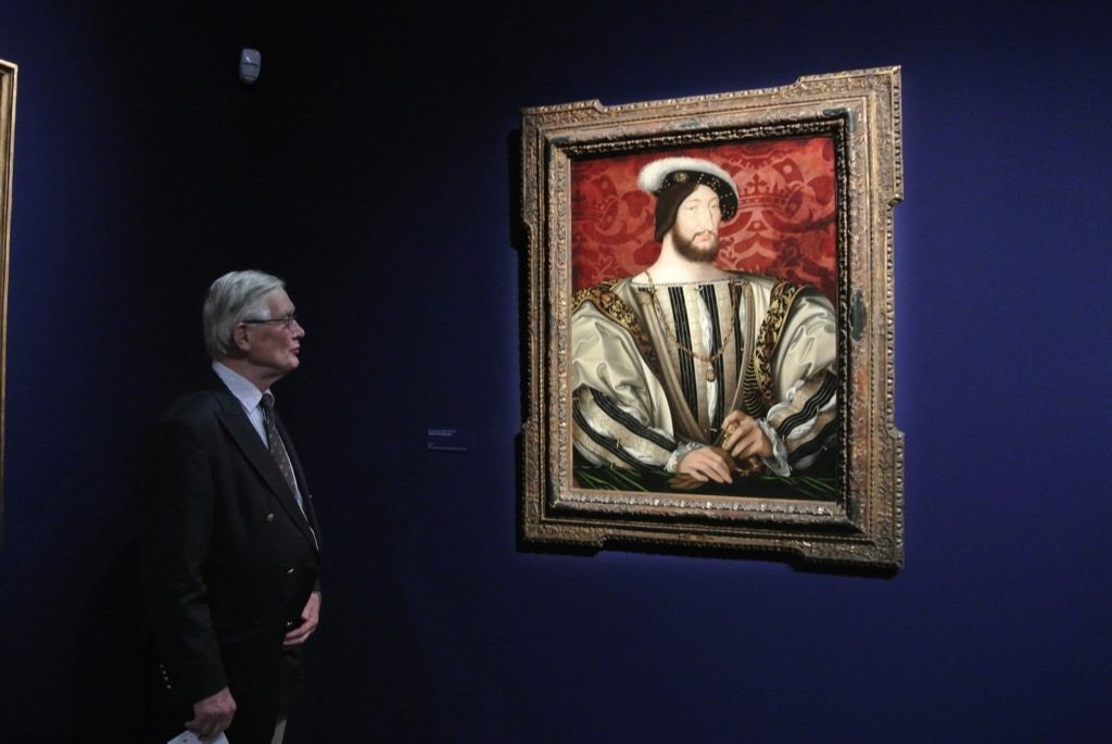 Olivier de Rohan admires the Portrait of François 1er by CLouet lent by the Louvre