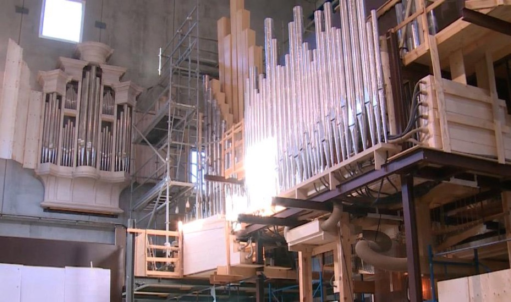 The organ under construction