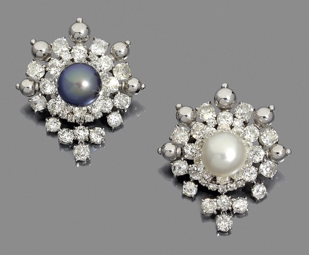 Her pearls were spectacular and this pair of ear rings by Cartier1960-1965 will be the stars of the sale! 50-60 000 €
