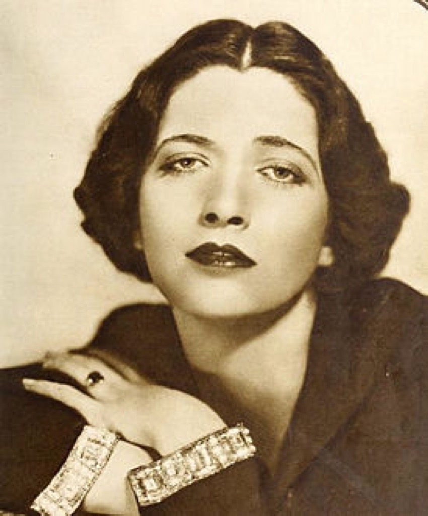 "Kay Francis played Moura 's part in Michael Curtiz's film ""British agent"" based on her love story with Lockhart"
