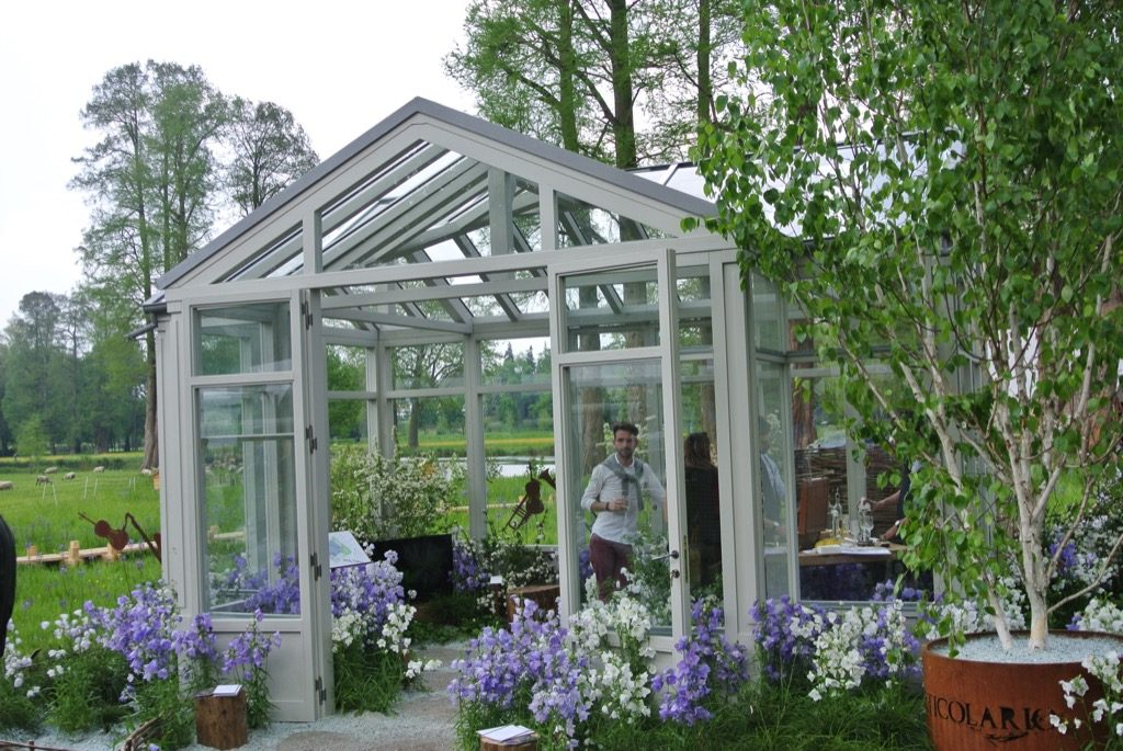 A green house presented by Roberto Giobergia with white and blue campaniles