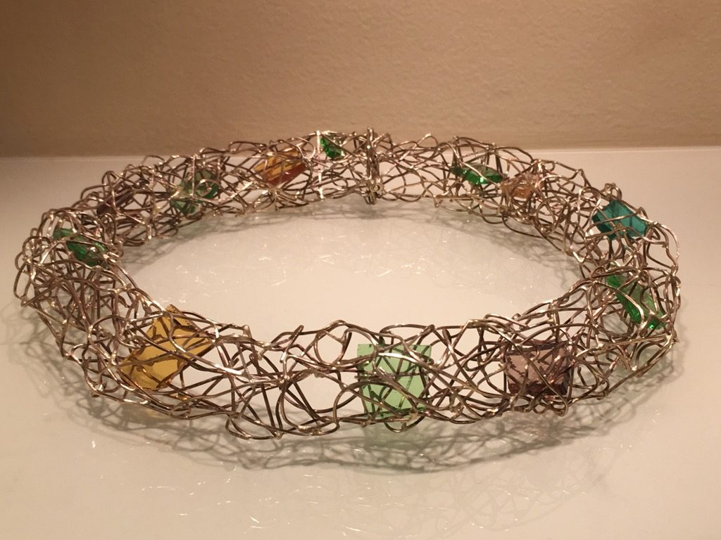 Gold net necklace with glass