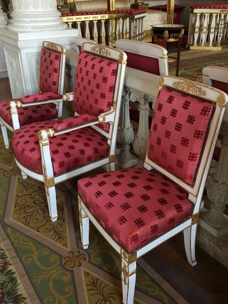 The chairs designed by Marcion in 180ç are covered with a divine silk velvet fabric