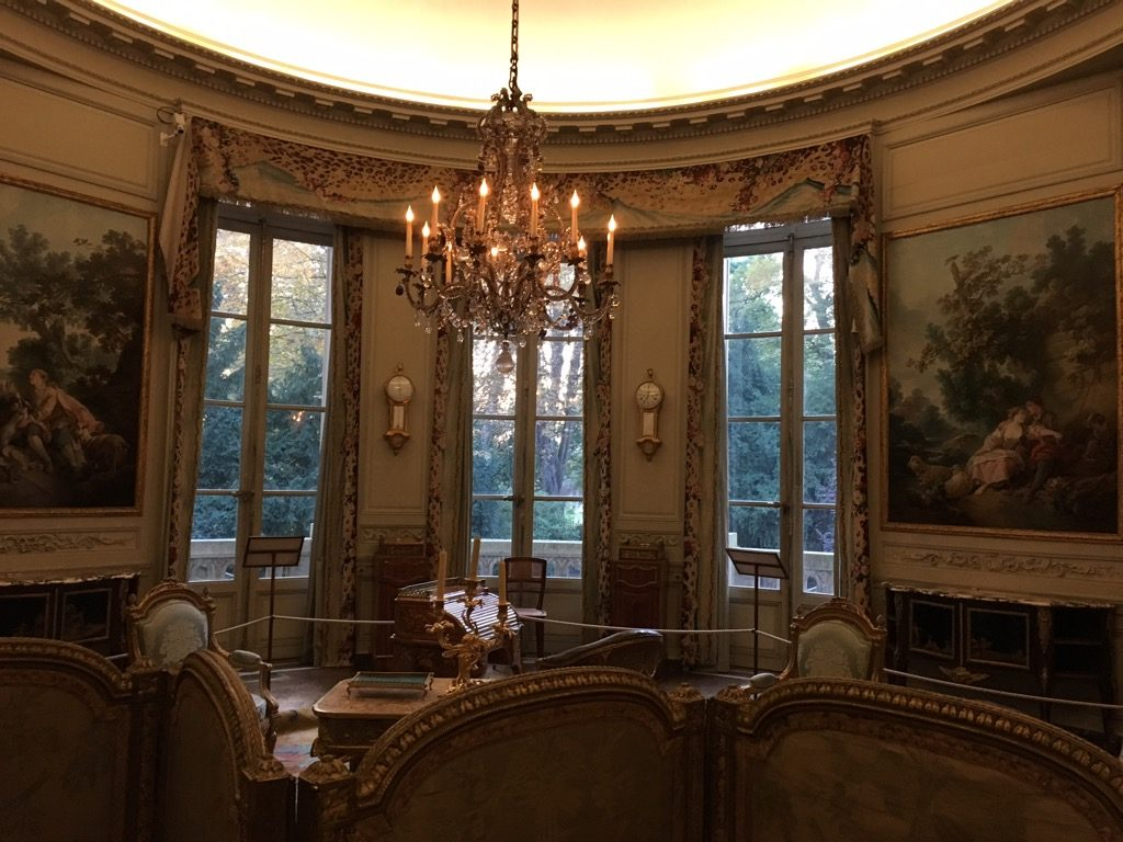 The living room looks over parc Monceau