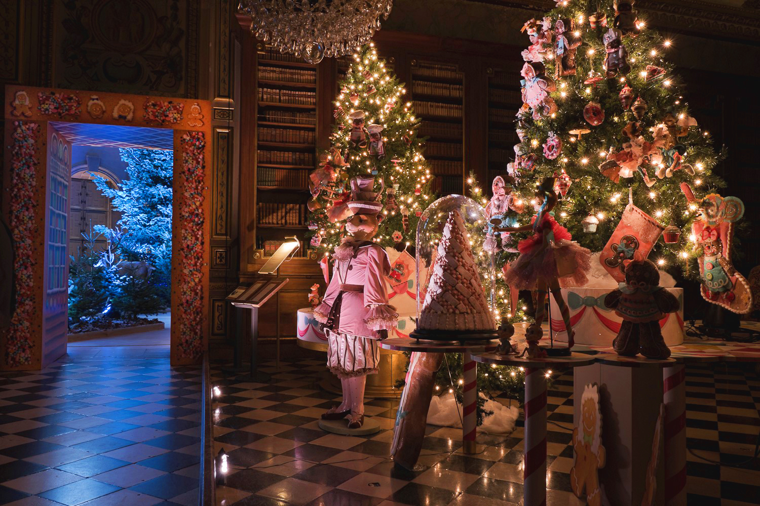 A magical christmas decor at vaux le vicomte paris diary by laure - Vaux le vicomte fete noel 25 novembre ...