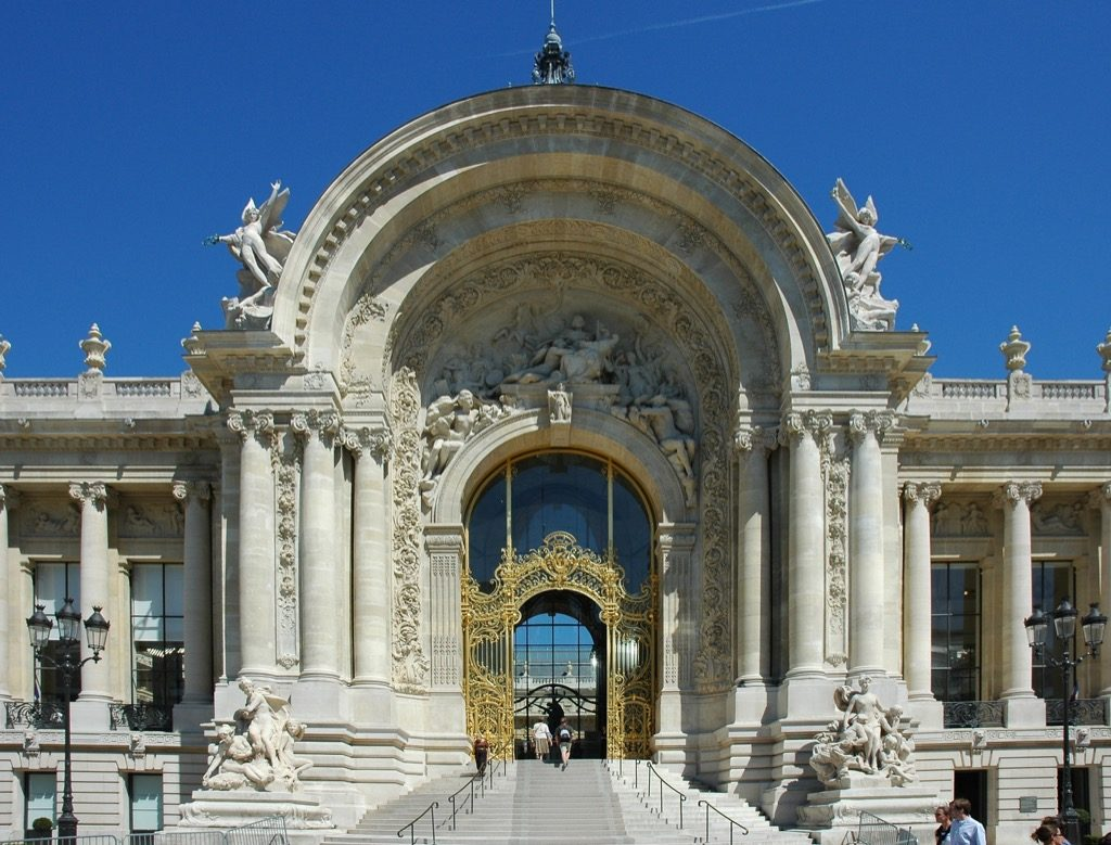 Le Petit Palais in full speed