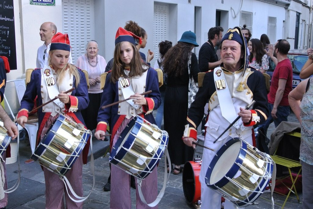 """""""Les Poulbots de Montamartre"""" play for the street children"""