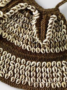 Embroidered net bag, © musée du quai Branly, photo Claude Germain