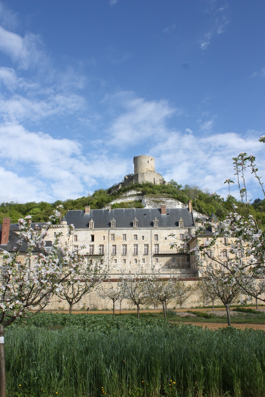 A view of the c aster of La Roche Guyon from the garden with the 1é th century tower, ©Amand-Berteigne