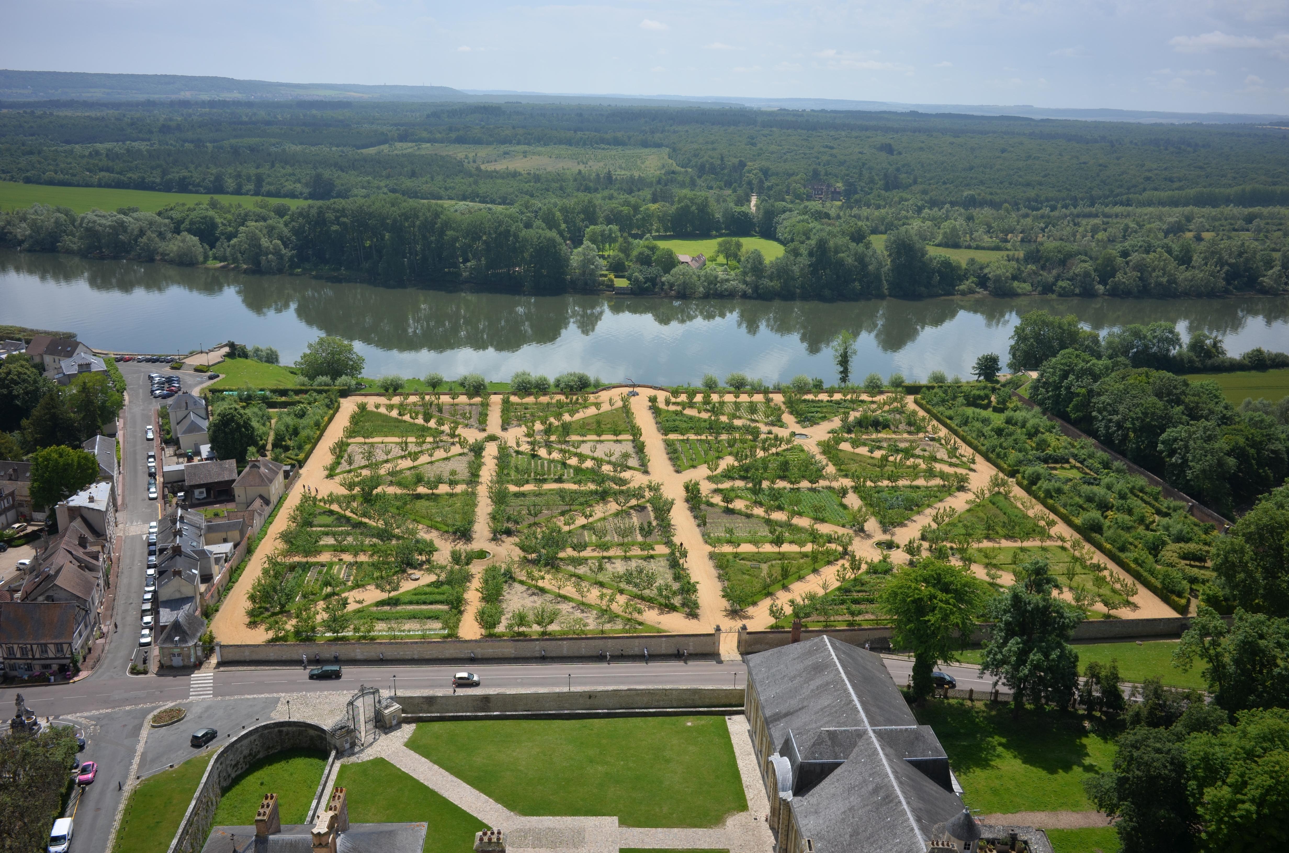 A view of the vegetable and fruit garden at Château de la Roche Guyon, photo, Emmanuelle-Bouffé