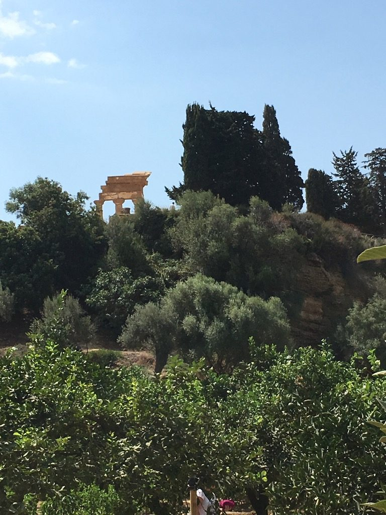 The groves of Kolymbetra in Agrigente is a green respite from the touristic ruins