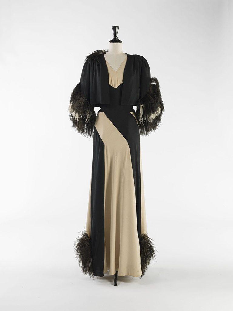 Nina Ricci. Ensemble du soir with ostrich feathers, 1937. Galliera,